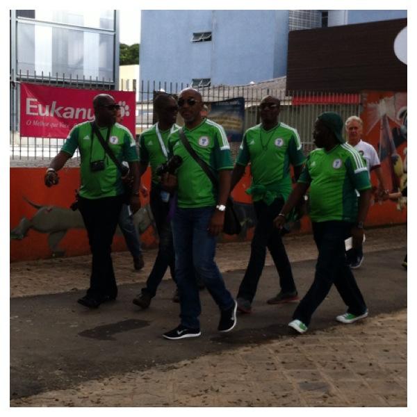 A discreta torcida nigeriana (obs: todo mundo queria tirar foto com eles)
