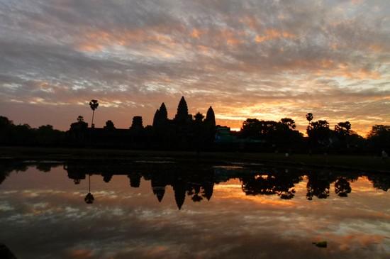 Nascer do sol em Angkor Wat no Camboja. Daqueles que valia a pena acordar cedo.