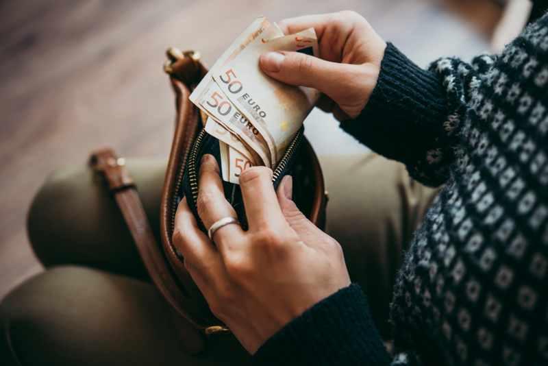 carteira com euros